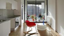 Alud de licencias de inmobiliarias en Barcelona para esquivar la obligación de reservar un 30% de pisos sociales
