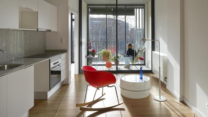 Uno de los pisos de alquiler social que gestiona el Ayuntamiento de Barcelona