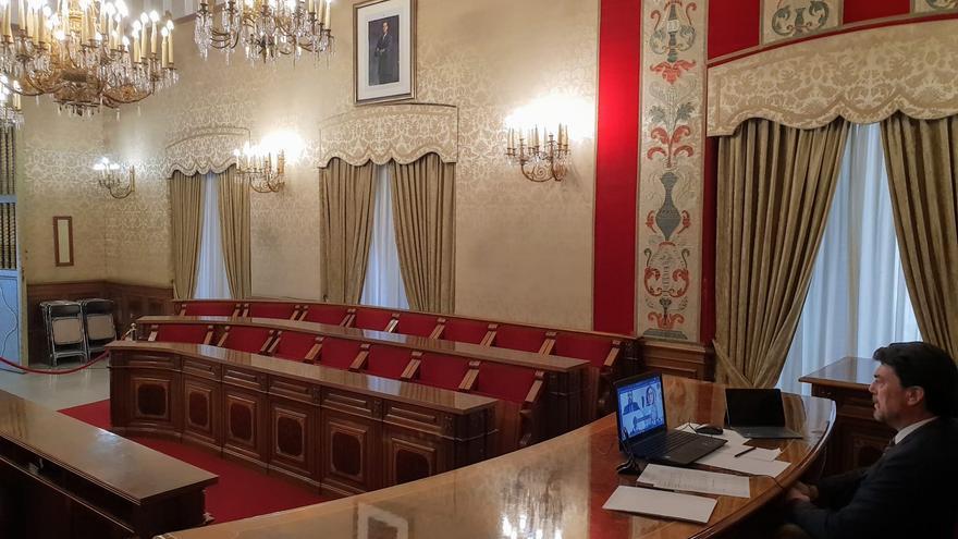 Luis Barcala preside de forma telemática el pleno del Ayuntamiento de Alicante.