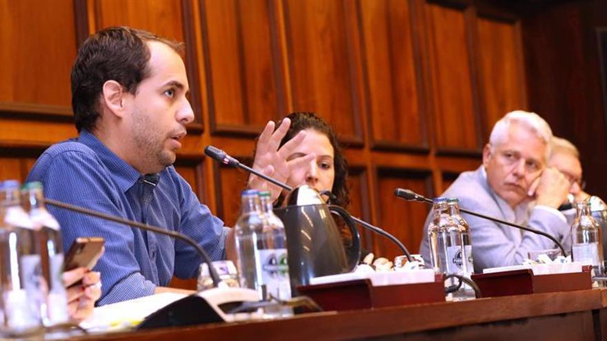 El portavoz de Podemos en el Cabildo de Gran Canaria, Miguel Montero, en el pleno de la Corporación