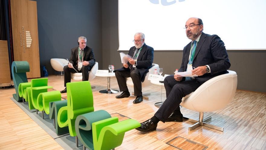 Arias Cañete: Si no se prorroga la vida útil de las centrales nucleares en la UE, el 90% cerrará en 2030