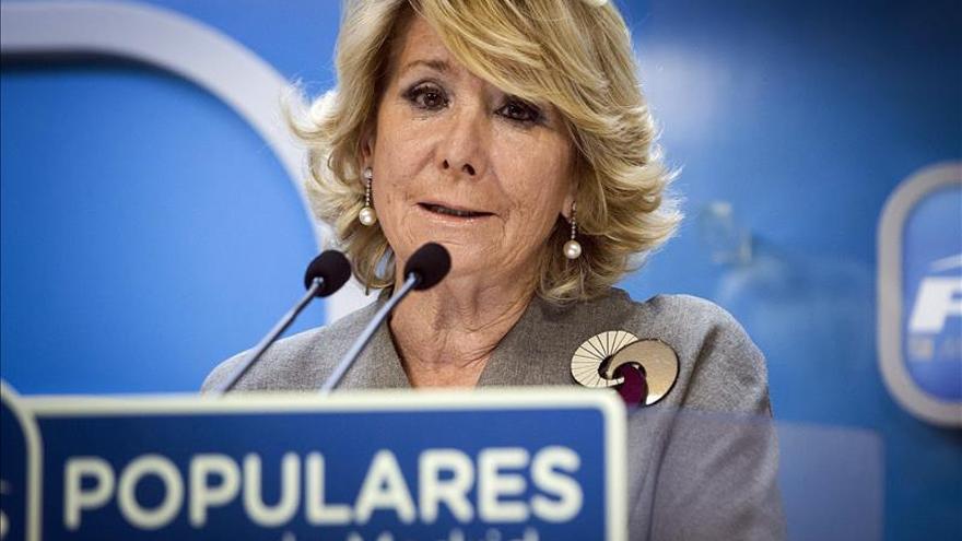 Aguirre retira de las presidencias locales del PP a los exalcaldes imputados