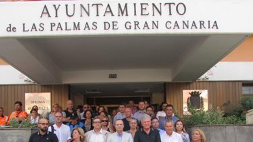 """El Ayuntamiento de Las Palmas de Gran Canaria expresa su """"repulsa a la barbarie terrorista"""" y la """"solidaridad con las víctimas en Barcelona y Cambrils""""."""