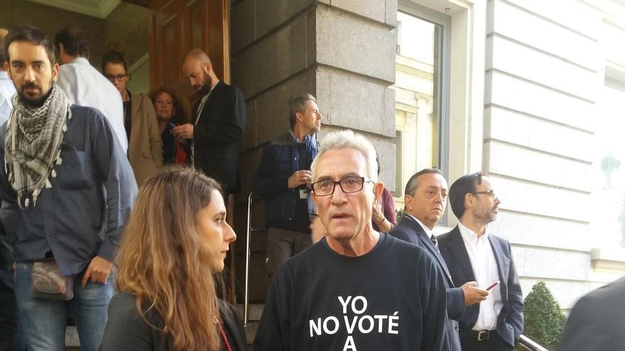 """Cañamero acude a la ceremonia con los Reyes con una camiseta con el lema """"Yo no voté a ningún Rey"""""""