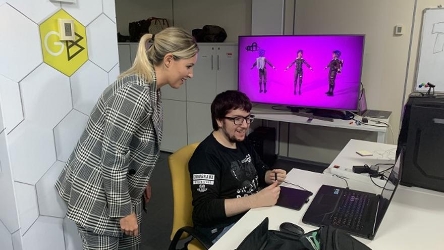 La consejera de Empresa, Industria y Portavocía, Ana Martínez Vidal, durante su visita al espacio de coworking 'Game Hub'