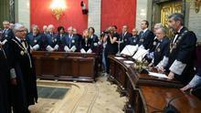 El presidente del Supremo, Carlos Lesmes, se dirige a Luis Díez Picazo en el acto de su toma de posesión.