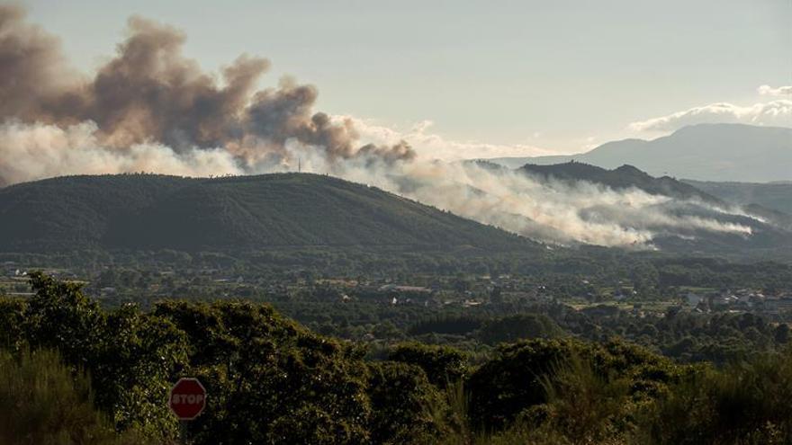Estabilizan el incendio de Monterrei y aparece otro fuego en ese municipio