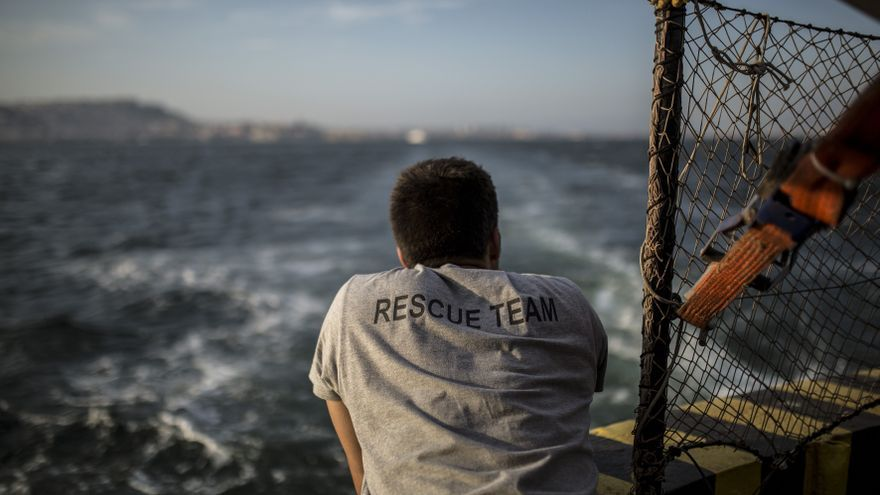 Uno de los miembros de la tripulación, Santiago Montoliu, a bordo del Open Arms.