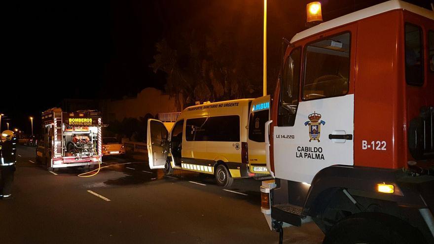 El fuego provocó solo daños en el interior de la ambulancia (en la imagen) gracias a la rápida intervención de Bomberos La Palma. Foto: BOMBEROS LA PALMA.