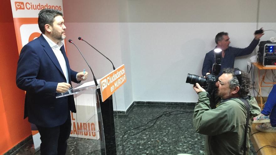 """C's alerta de que el acuerdo de investidura en Murcia peligra """"en el momento en que imputen"""" al presidente"""