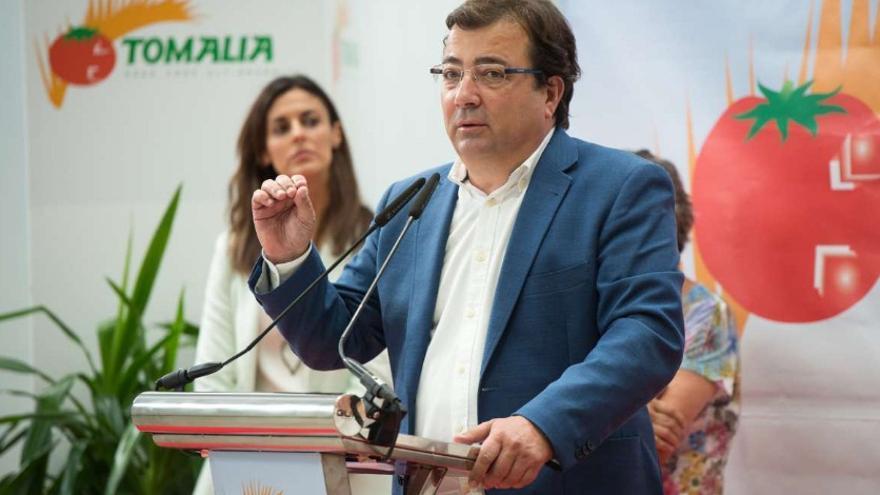 El presidente de la Junta de Extremadura, Guillermo Fernández Vara, en su visita a la Fábrica de Tomates 'Tomalia' / Junta