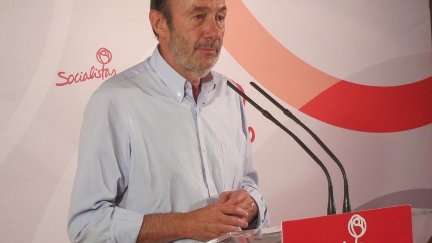Rubalcaba respalda eliminar la religión del currículum y ve lógico que el programa de Sánchez se parezca al suyo