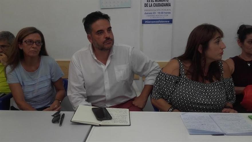 Los ediles Miguel Ángel Sánchez y Sonsoles Arnao durante la Asamblea de Ganemos Talavera / EP