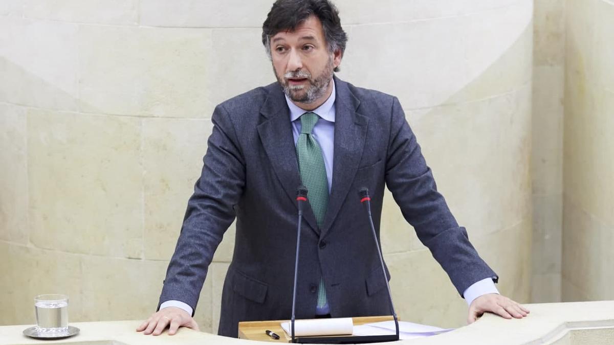 El portavoz de Vox en el Parlamento de Cantabria, Cristóbal Palacio.