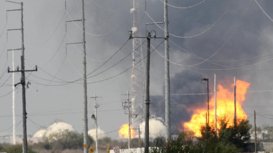 Un incendio en una refinería del estado mexicano de Veracruz deja siete heridos