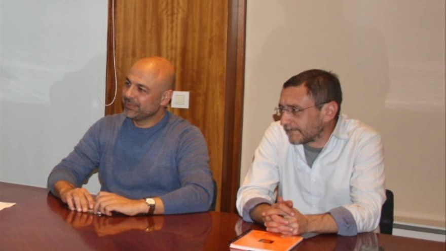 Francis Gil (derecha) junto al secretario regional de Podemos, José García Molina