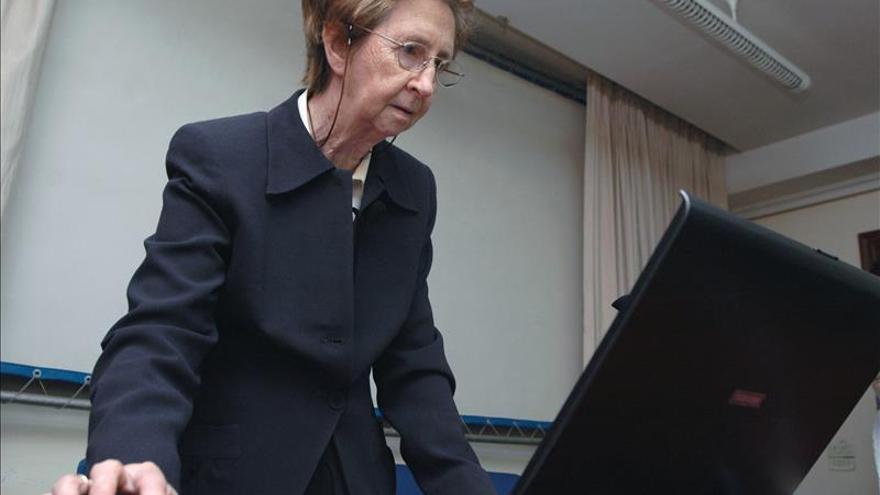 Los químicos premian a Margarita Salas por sus investigaciones en ese campo