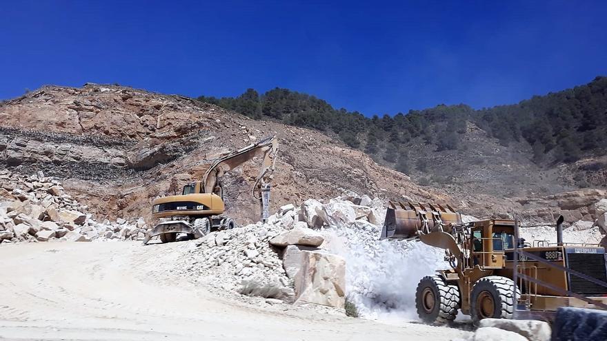 Explotación minera en Macael (Almería)