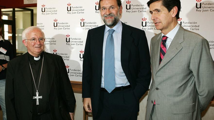 Mariano Rajoy, el cardenal Cañizares y el entonces rector, Pedro González Trevijano, en 2006