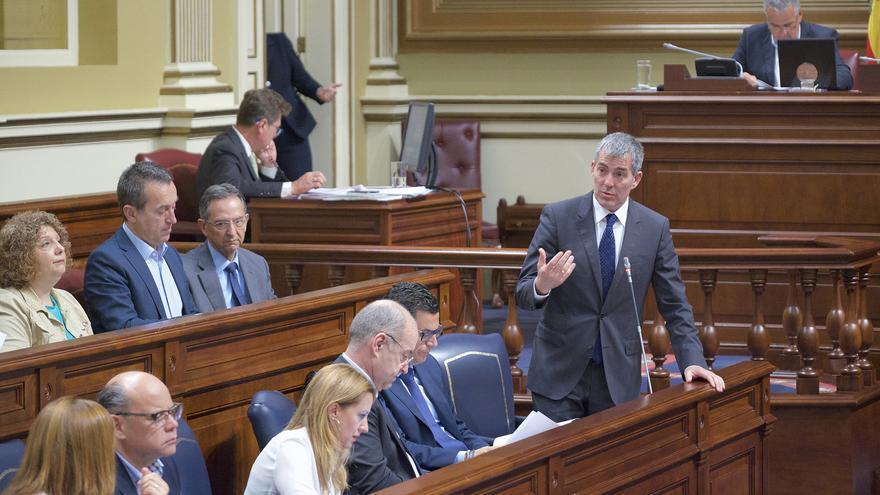 El presidente de Canarias en el Pleno de mayo de 2017 en el que se disculpó por Las Teresitas.