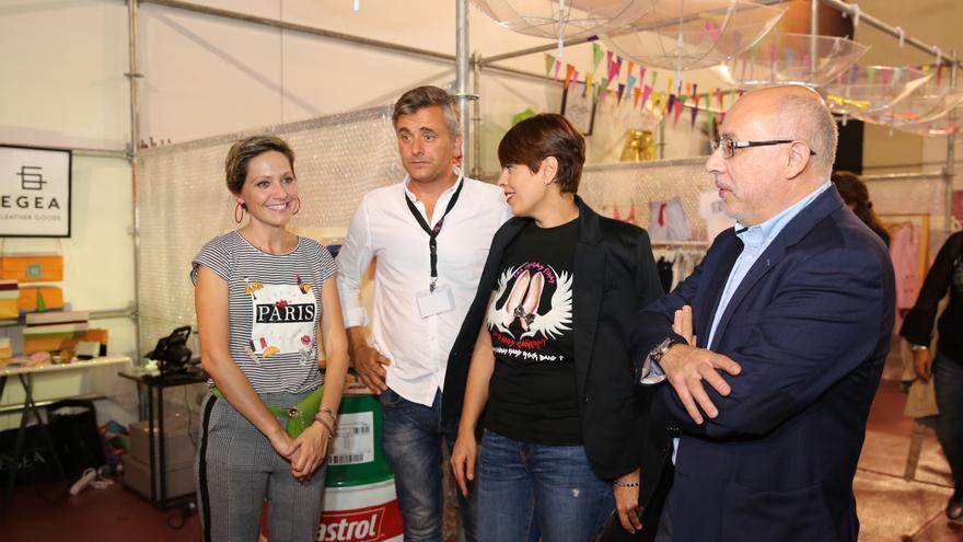 El presidente del Cabildo de Gran Canaria, Antonio Morales, y la consejera de Industria y Comercio, Minerva Alonso en Moda y Amigos