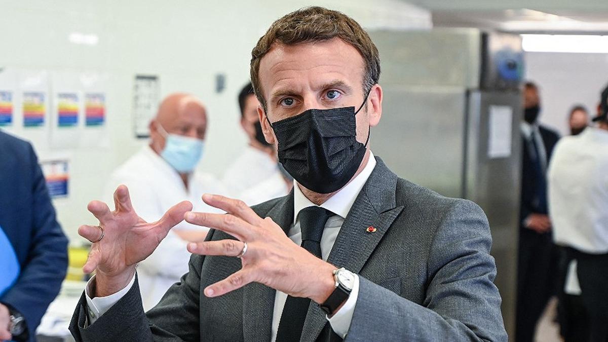 Dos personas fueron detenidas por la agresión a Emmanuel Macron, informó la Policía.