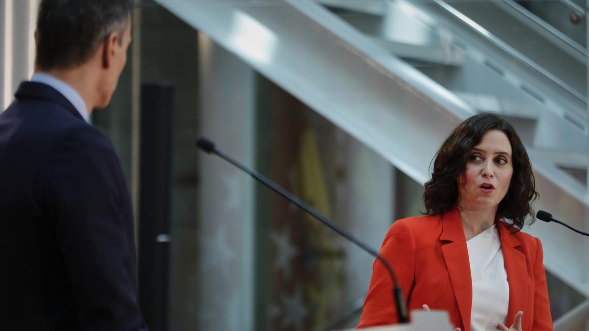 La presidenta de la Comunidad de Madrid, Isabel Díaz Ayuso, junto al presidente del Gobierno.