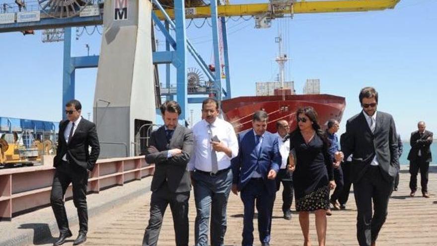 Imagen con Carlos Alonso en instalaciones portuarias de Agadir, en este viaje oficial
