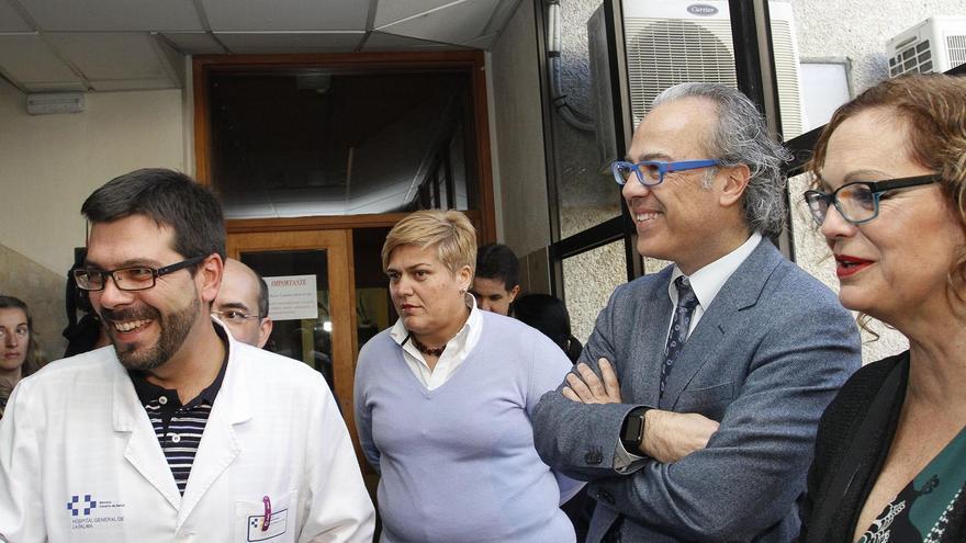 El consejero de Sanidad (segundo por la derecha), con la directora-gerente de los Servicios Sanitarios de la Isla y la alcaldesa de Los Llanos en el Centro de Salud del municipio.