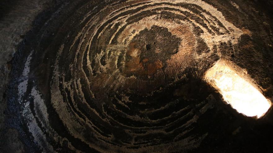Hendidura en la Cueva 6 de Risco Caído (ALEJANDRO RAMOS)
