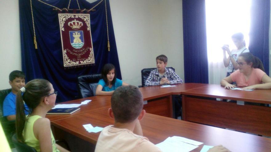 Chicas y chicos de 5º y 6º de primaria realizaron un Pleno Infantil en el Ayuntamiento de El Burgo (Málaga) para presentar sus propuestas / Ágora Infantil