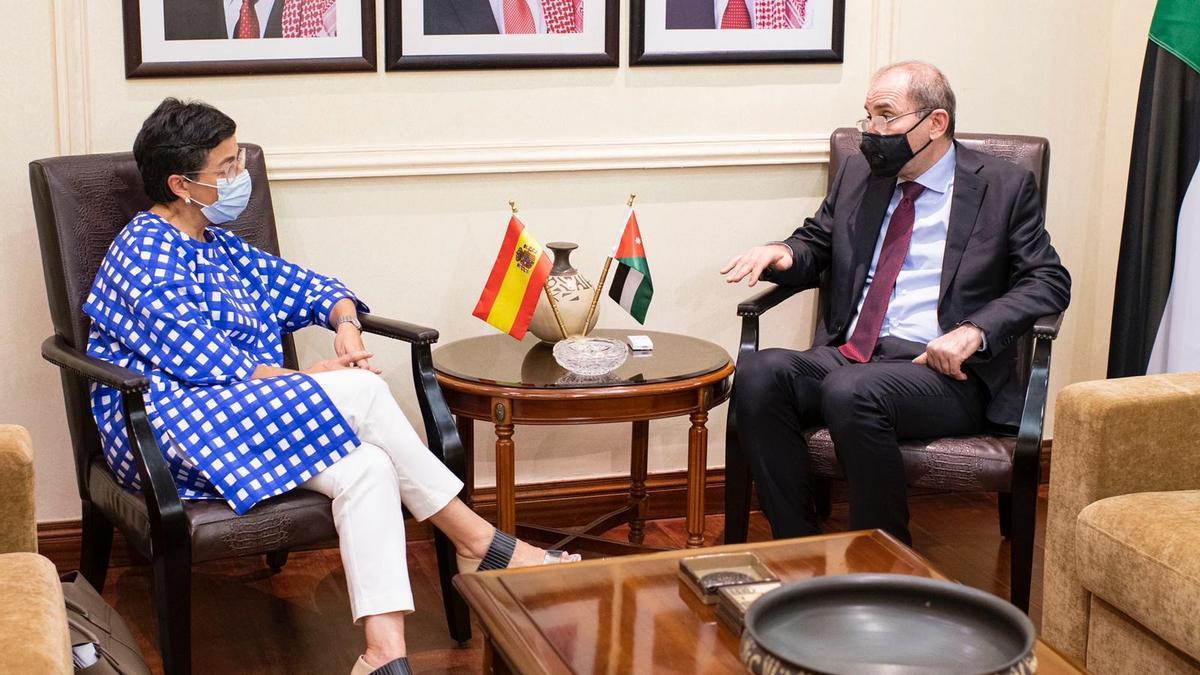 La ministra de Asuntos Exteriores, UE y Cooperación, Arancha González Laya, se reúne en Ammán con su homólogo jordano, Ayman Safadi