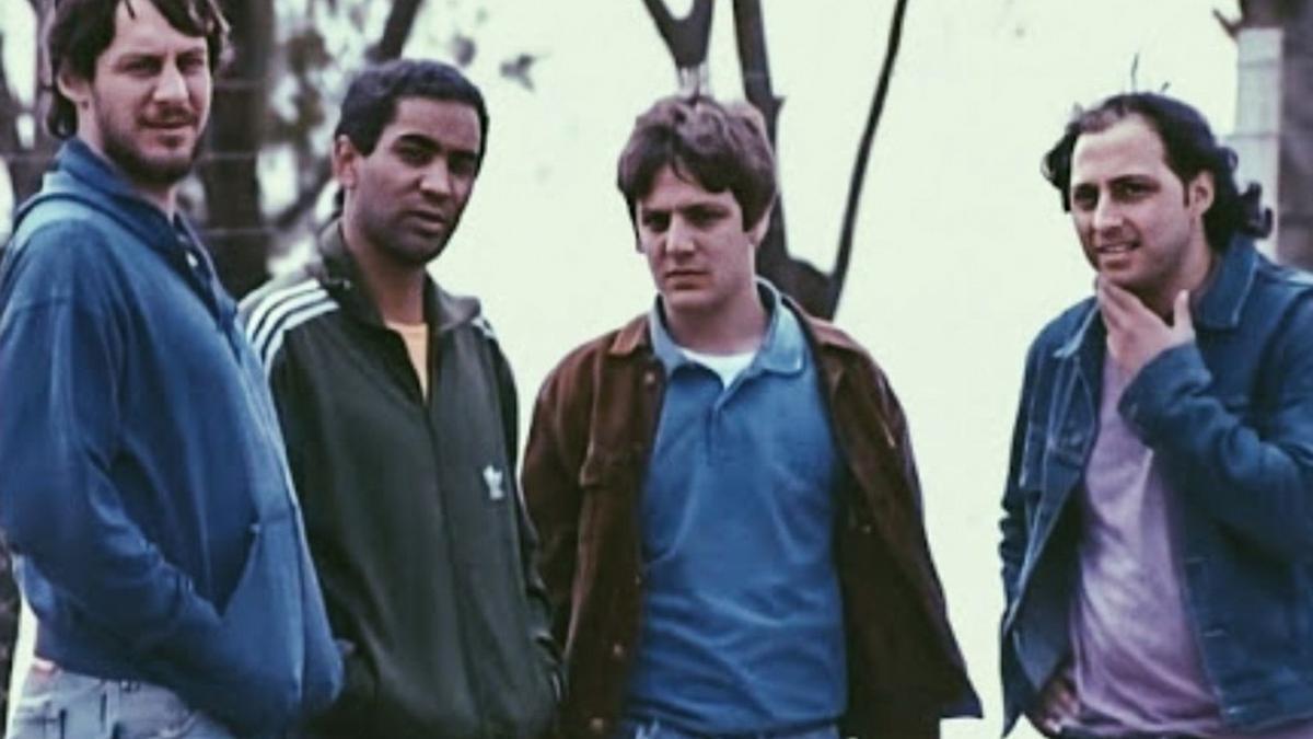Tirri, Alonso, De la Serna y Staltari, los protagonistas de Okupas, que se reestrena en Netflix después de 20 años.