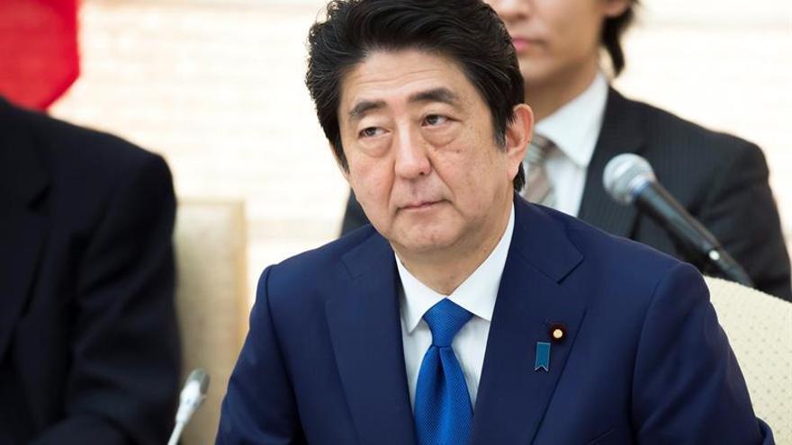 """Shinzo Abe condena el """"inaceptable"""" ensayo por Corea del Norte de un misil balístico"""