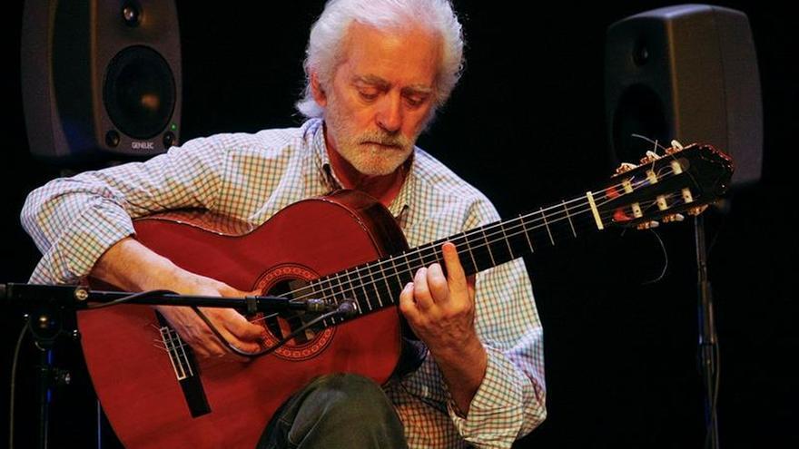 Un abatido Manolo Sanlúcar apenas pudo tocar cuatro temas en su reaparición