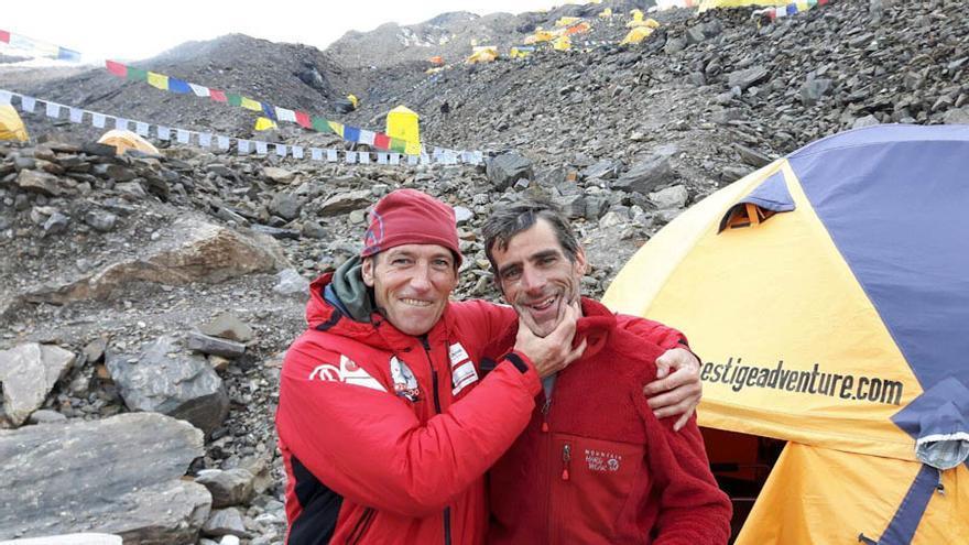 Alberto Zerain y Mariano Galván en el Manaslu (© www.2x14x8000.com).