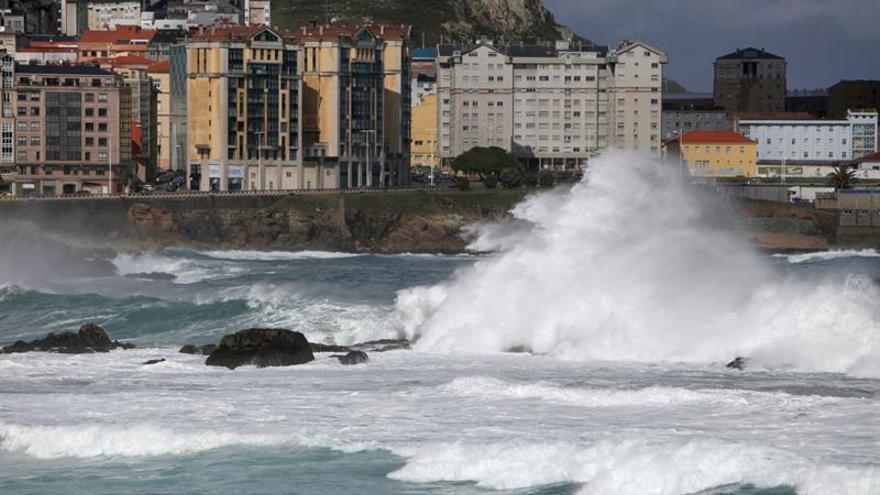Protección Civil alerta de fuerte temporal marítimo en Galicia y Cantábrico