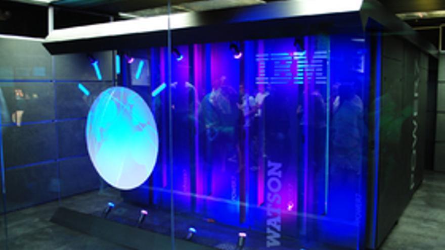 IBM Watson es uno de los ejemplos que emplean inteligencia artificial.