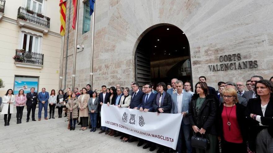 Les Corts Valencianes han guardado este mediodía tres minutos de silencio para condenar el último asesinato machista.
