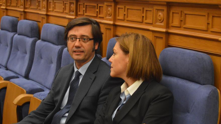 Arturo Romaní, consejero de Hacienda de Castilla-La Mancha, y María Dolores de Cospedal / Foto: Javier Robla