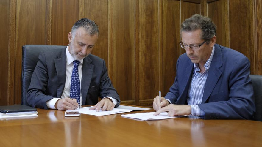 El vicepresidente del Cabildo de Gran Canaria, Ángel Victor Torres y el gerente de Aragaures Antonio Rodríguez