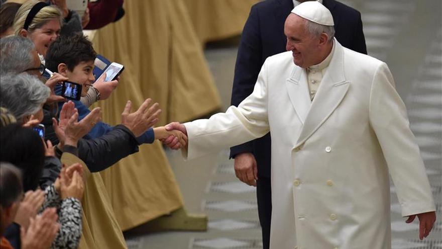El papa Francisco acepta el premio Carlomagno como gesto para animar a trabajar por la paz