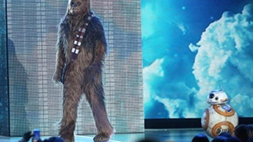 Chewbacca y BB-8, estrellas invitadas en los Kids' Choice Awards
