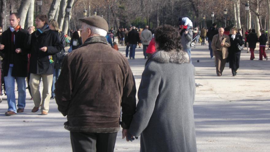 Imagen de archivo de una pareja de avanzada edad.