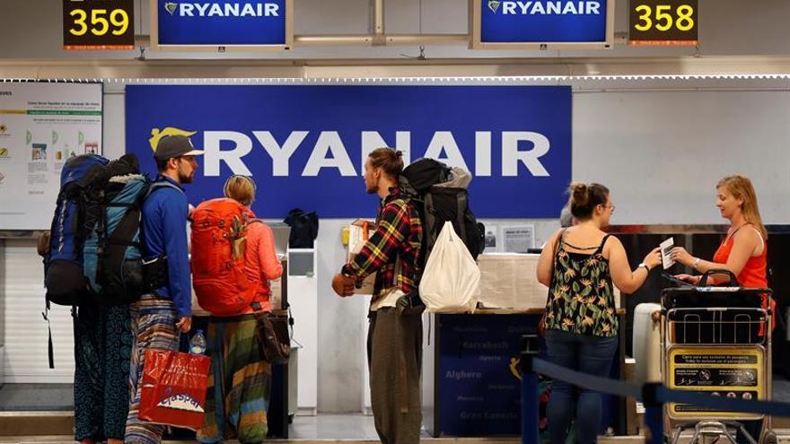 Fomento vigilará la defensa de los consumidores en casos como el de Ryanair