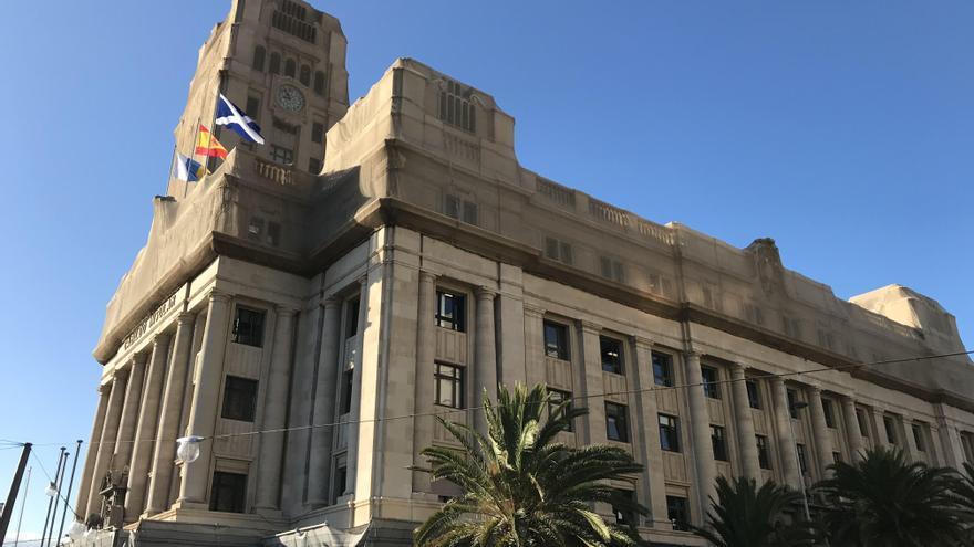 Una auditoría destapa un gasto de 18 millones en contratos irregulares de empresas públicas del Cabildo en 2015 y 2016