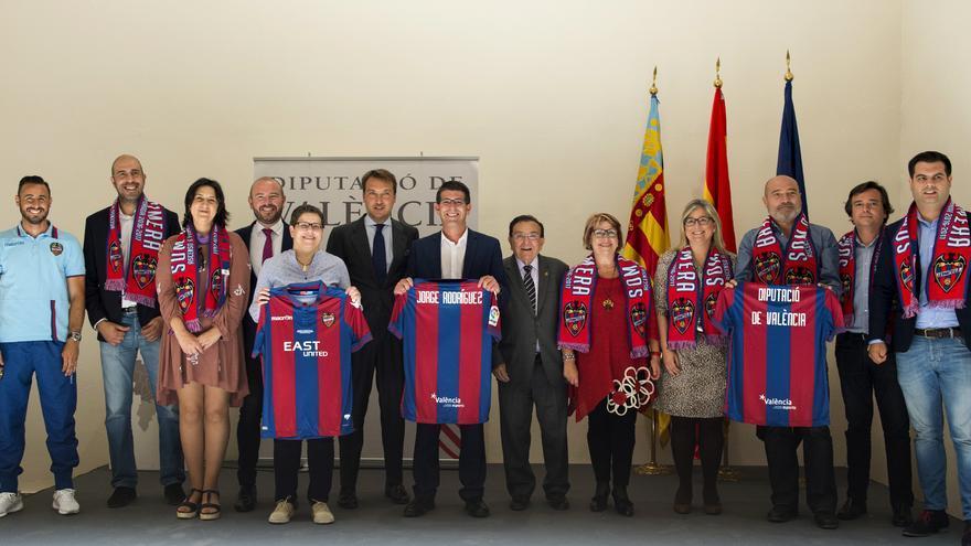 Imagen de la recepción oficial del Levante UD en la Diputación de València