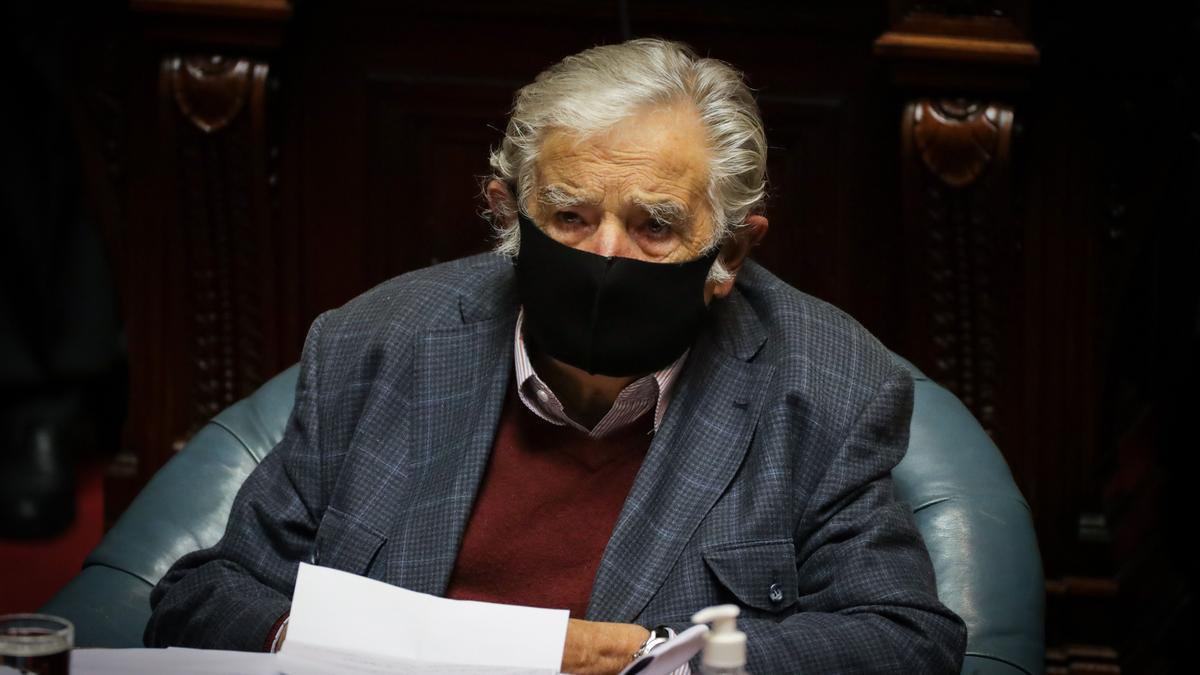 El expresidente uruguayo José Mujica participa en una sesión del Parlamento hoy, en Montevideo (Uruguay). EFE/Raúl Martínez