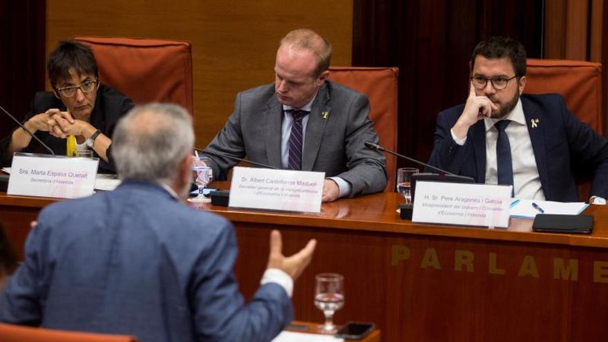 Pere Aragonès (d), en una comparecencia en el Parlament