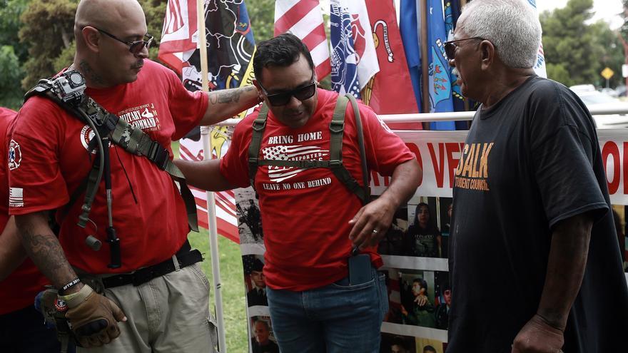 Veterano visita la mexicana Ciudad Juárez para ayudar a militares deportados